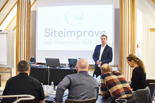 Kristian presenting Siteimprove at a customer meeting